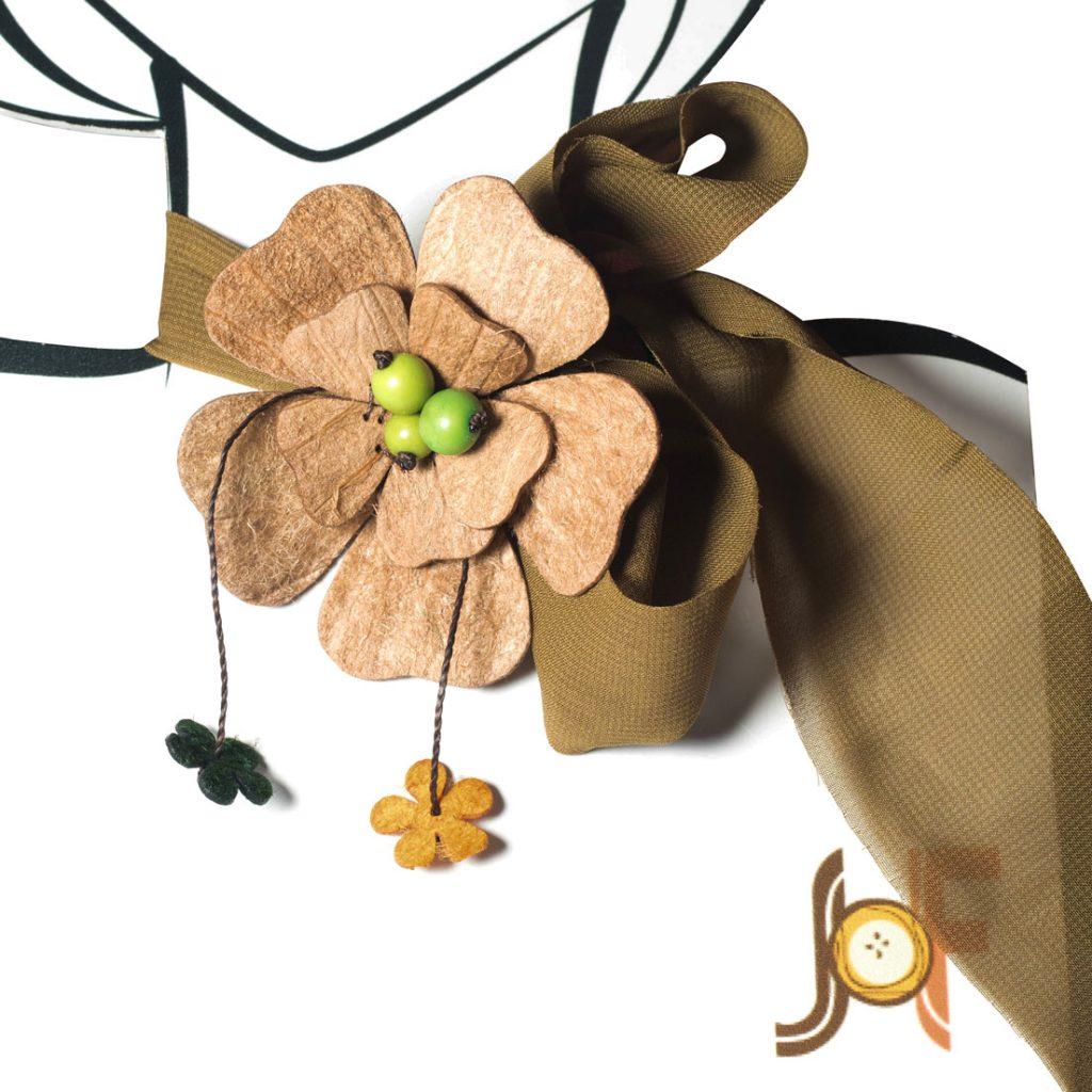 Collar Pañuelo Flor de Mango - Marron